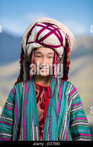 Kirgisische posieren für Porträts in regionalen Trachten bei einem Festprogramm auf der Welt Nomad Spiele 2016 in - Stockfoto