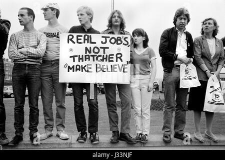 Bundestagswahl 1983 Uk. Studenten und junge Erwachsene gegen den Mangel an Arbeitsmöglichkeiten in Großbritannien - Stockfoto