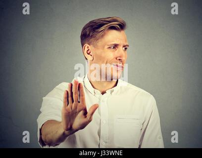 Porträt angewidert jungen Mann. Negative menschliche emotion - Stockfoto