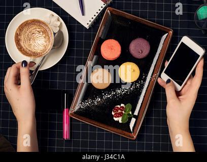 Kaffee mit Makronen - Stockfoto