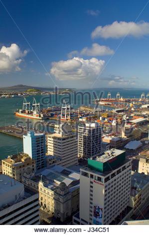 Waitemata Harbour mit Schiffe angedockt an der Container Hafen Auckland, Northland, North Island, Neuseeland, August - Stockfoto