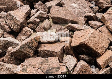 Granitfelsen verwenden als eine Brandung brechen entlang der Küste von Texas. - Stockfoto