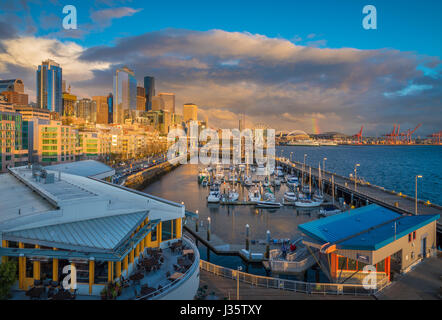 Seattle Skyline vom Pier 66 - Stockfoto