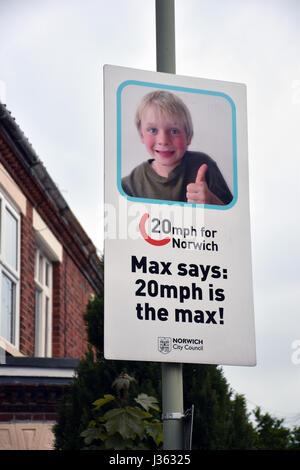 Verkehrsberuhigung Plakat in Norwich, Großbritannien - Stockfoto
