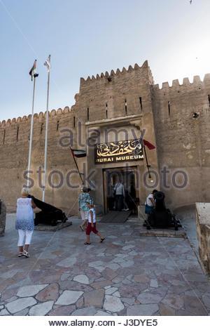 Dubai Museum befindet sich am Al Fahidi Fort, erbaut um 1800. Das Museum eröffnete im Jahr 1971. Diese Sehenswürdigkeit - Stockfoto