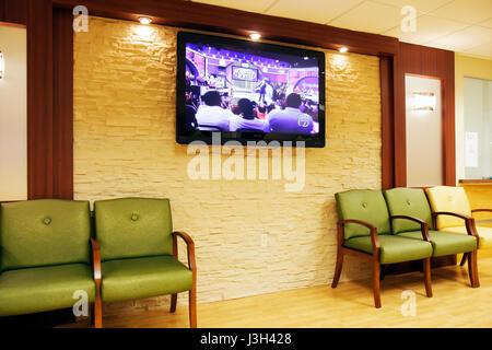 Miami Beach Florida Mt. Mount Sinai Medical Center Krankenhaus Wartezimmer Flachbildfernseher Stühle Arztpraxis - Stockfoto