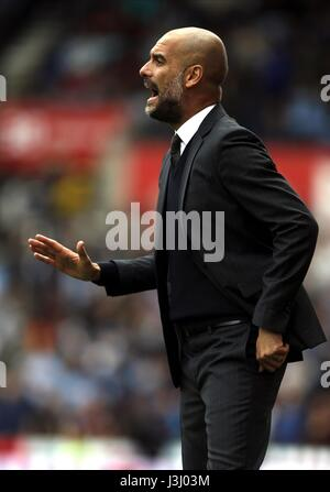 PEP GUARDIOLA MANCHESTER CITY MANAGER BET 365 Stadion STOKE ENGLAND 20. August 2016