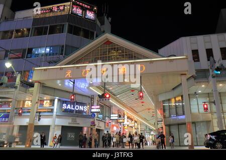 Menschen besuchen Ebisu Straße in Hatchobori in Hiroshima Japan. Hatchobori ist eine wichtigsten Geschäftsviertel - Stockfoto