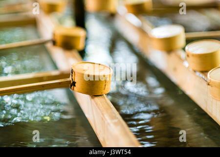 Chozuya rituelles Becken von einem Shinto-Schrein - Stockfoto