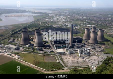 Luftaufnahme von Fiddlers Ferry Kraftwerk & Runcorn Brücken, UK