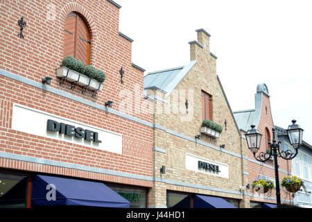 Roermond, Niederlande 07.05.2017 - Logo des Diesel Jeans Store im Mc Arthur Glen Designer Outlet shopping-Bereich - Stockfoto
