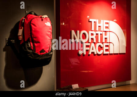 Roermond, Niederlande 07.05.2017 - Logo von North Face Outdoor Store Mc Arthur Glen Designer Outlet-shopping-Bereich - Stockfoto