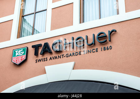Roermond Niederlande 07.05.2017 - Logo von TagHeuer Watch Store im Mc Arthur Glen Designer Outlet shopping-Bereich - Stockfoto