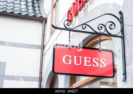 Roermond Niederlande 07.05.2017 - Logo der Vermutung Kleidung Store im Mc Arthur Glen Designer Outlet shopping-Bereich - Stockfoto