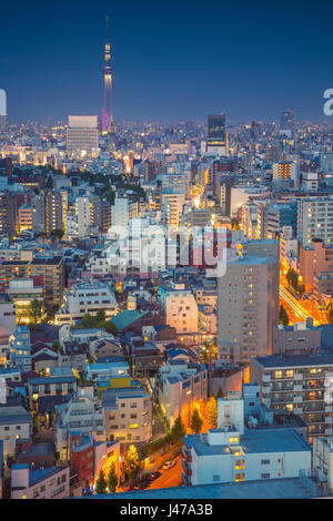 Tokyo. Stadtbild Bild der Skyline von Tokyo während der Dämmerung in Japan. - Stockfoto