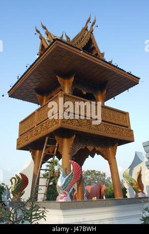 Glockenturm der buddhistischen Tempelanlage Wat Ban Höhle, Mae Taeng, Chiang Mai, Thailand Stockfoto