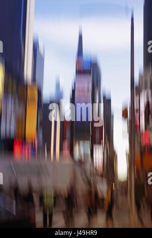 Times Square New York City zu verwischen, abstrakte bunte Bewegungsunschärfe, Langzeitbelichtung verwischt tagsüber - Stockfoto