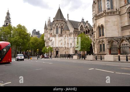Blick auf den königlichen Höfen der Justiz vom Strand - Stockfoto