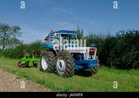 Weglosen 120 Traktor und Pflug - Stockfoto