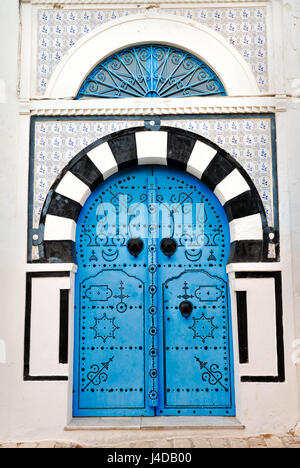 afrika tunesien sidi bou said t r und dekorationen kleines fenster zu sehen wer drau en. Black Bedroom Furniture Sets. Home Design Ideas