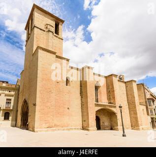 Fassade des gotischen Esglesia Vella de Sant Miquel, Placa de l'Esglesia, L'Espluga de Francoli, Tarragona, Katalonien, - Stockfoto