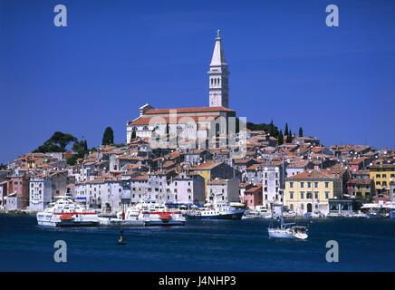 Kroatien, Istrien, Rovinj, Blick auf die Stadt, Hafen, Boote, Europa, Balkan-Halbinsel, Adria, Adriaküste, Reiseziel, - Stockfoto
