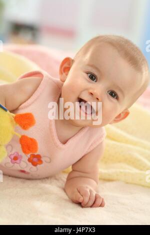 Baby, 5 Monate, Lächeln, fügen Sie Unterstützung Porträt, Modell veröffentlicht, Menschen, Kind, Baby, Bauch Position, - Stockfoto
