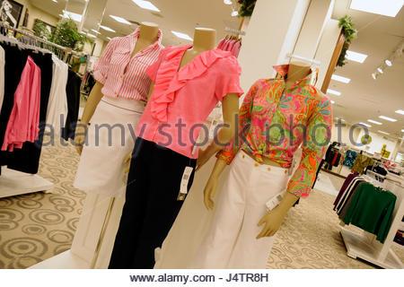 ... Bekleidung Mode Verkauf Frauen  Palm Beach Florida Gärten The Gardens  Mall Macys Anker Kaufhaus Geschäft Einzelhandel Mode-shopping Display a5a81ec052