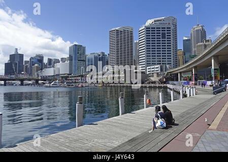 Blick über Cockle Bay in Richtung Zentrum von Sydney. Die Bucht ist Teil des Darling Harbour, auf der westlichen - Stockfoto