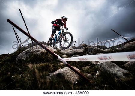 Nevis Range, Fort William, Lochaber, Schottland. 13. / 14. Mai 2017. Daniel Tay. Downhill Mountainbiker konkurrieren - Stockfoto