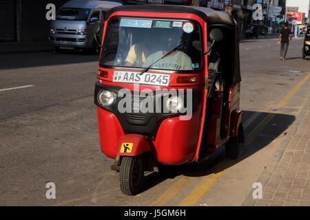 Pettah Colombo Sri Lanka Main Street Tuk Tuk - Stockfoto