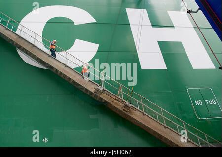 Danzig, Polen. 17. Mai 2017. Unterkunft-Leiter, 400 Meter lange Containerschiff CSCL arktischen Ozean hat eine Kapazität - Stockfoto