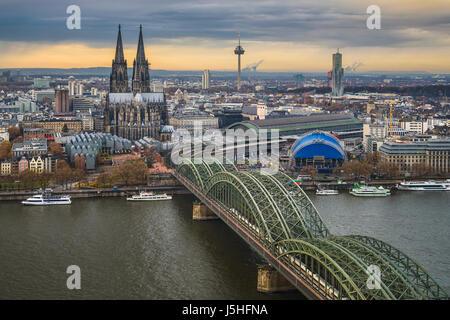 Blick auf die Skyline von Köln - Stockfoto