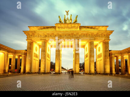 Brandenburger Tor in der Abenddämmerung, Berlin - Stockfoto