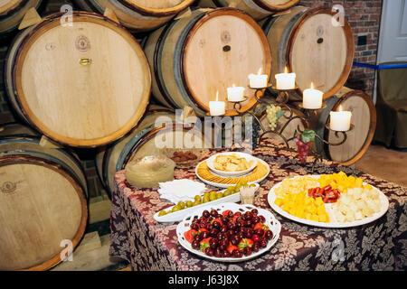 Michigan Traverse City alte Mission Halbinsel Brys Estate Weinberg Boutique-Weingut Weinkeller Käse Cracker Kerzen - Stockfoto
