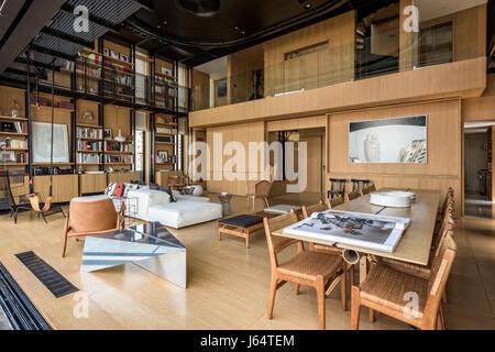 Doppelter Hhe Wohnzimmer Mit Kombinierbares Von Peiro Lissoni Fr Living Divani Esstisch Bernard Khoury
