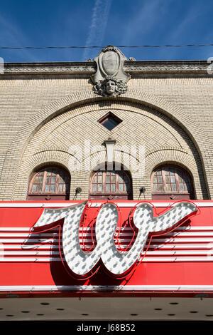 'W' Neon anmelden Whiteside Theater in Corvallis, Oregon Downltown. - Stockfoto