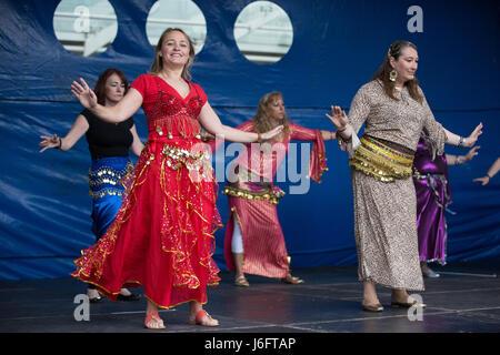 Slough, UK. 20. Mai 2017. Rachel Bennett School of Bellydance führen Sie an den verschiedenen Stufen: Tanz in Einheit - Stockfoto