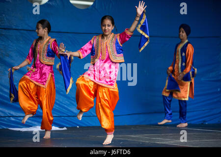 Slough, UK. 20. Mai 2017. Tanz ' n ' Beats tanzen ein Bhangra schlagen an den verschiedenen Stufen: Tanz in Einheit - Stockfoto