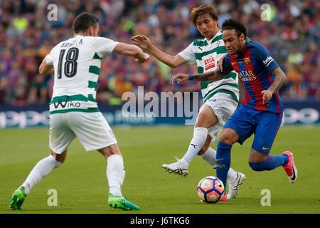 Barcelona, Spanien. 21. Mai 2017. Barcelonas Neymar (R) steuert den Ball während der spanischen ersten Division - Stockfoto