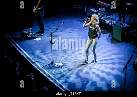 Sheryl Crow ist eine US-amerikanische Sängerin und Schauspielerin. Ihre Musik beinhaltet Elemente aus Pop, Rock, - Stockfoto