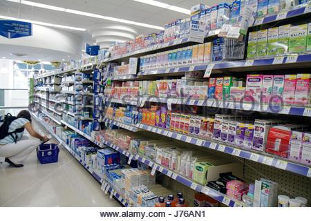 Miami Beach Florida Walgreens Apotheke Drogerie Regal Regale Anzeige konkurrierender Marken Einzelhandelsprodukte - Stockfoto