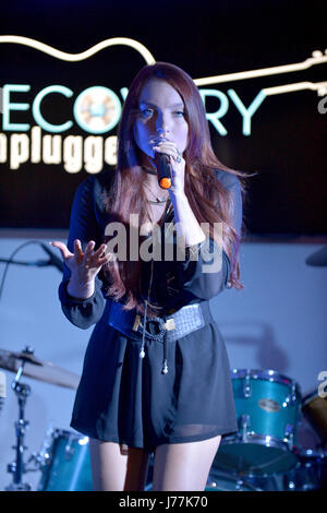 Fort. Lauderdale, FL, USA. 23. Mai 2017. Sängerin Kendra Erika führt auf Recovery-Unplugged-Therapie-Center am 23. - Stockfoto