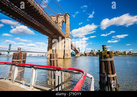 Brooklyn Bridge, New York City East River - Stockfoto