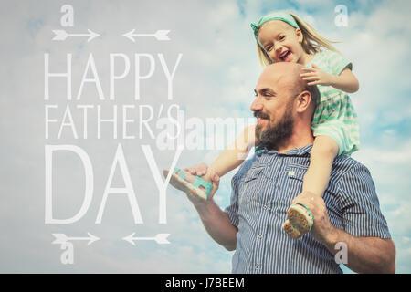 Entzückende Tochter und Vater Portrait, glückliche Familie, Vatertag Hintergrund - Stockfoto