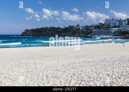 Bondi Beach, Sydney. Sydneys bekanntesten Strand. Touristische Destination. - Stockfoto