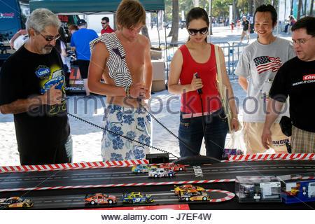 Miami Beach, Florida Lummus Park NASCAR Meisterschaft drive event race Fan Fest elektrische Miniatur racers Autos - Stockfoto