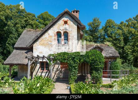 La Maison du Jardinier (Gärtnerhaus) im Hameau De La Reine (Königin Hamlet), Château de Versailles, Domain de Versailles, - Stockfoto