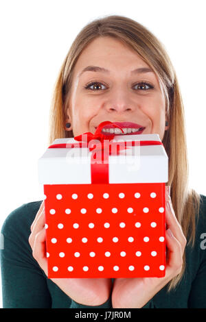 Bild einer glücklichen Frau hält ein Weihnachtsgeschenk - Stockfoto