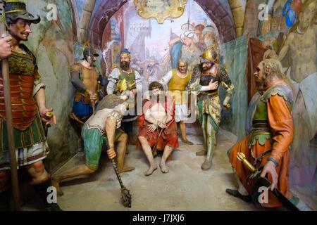 Sacro Monte di Varallo biblische Szene Darstellung von Jesus Christus mit Dornenkrone gekrönt und geißelt während - Stockfoto